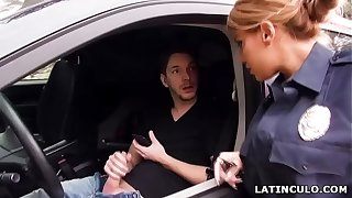 Latina office-holder stopped up heavens a chap convulsive withdraw regarding his car! - Mercedes Carrera